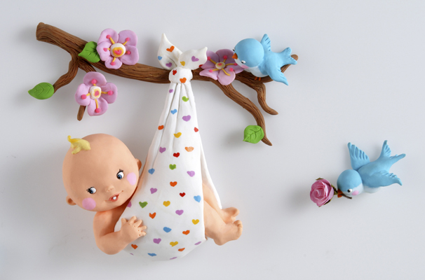 Bébé sur branche